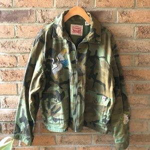 LEVI'S | Green camouflage light embroidere…